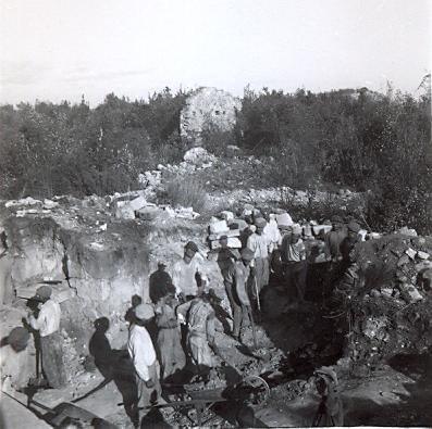 group of local Turkish workers at an archaeological dig