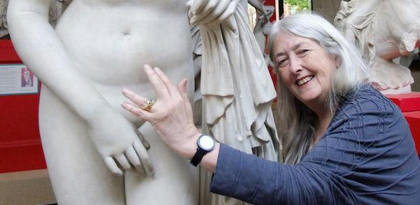 Mary Beard reaches out to the naked Aphrodite of Knidos statue